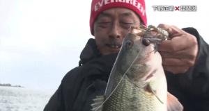 下野正希がフットボールジグ+キッカーバグで春のバスを攻略(動画)
