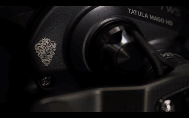 ダイワ×ガンクラフト「タトゥーラマーゴHD」のボディにはガンクラフトコラボを示すデザインが描かれている