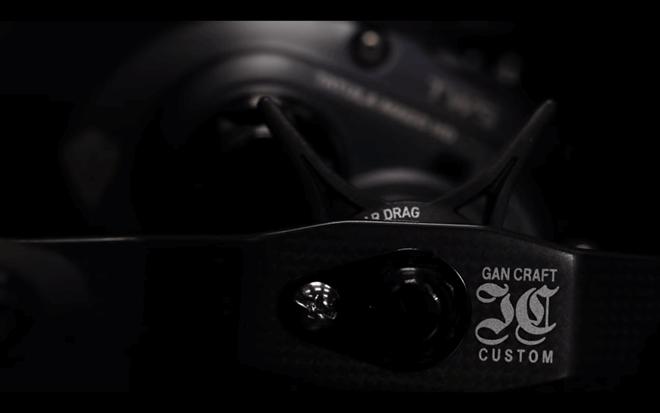 ダイワ×ガンクラフト「タトゥーラマーゴHD」のハンドルは100mmのロングクランクハンドル