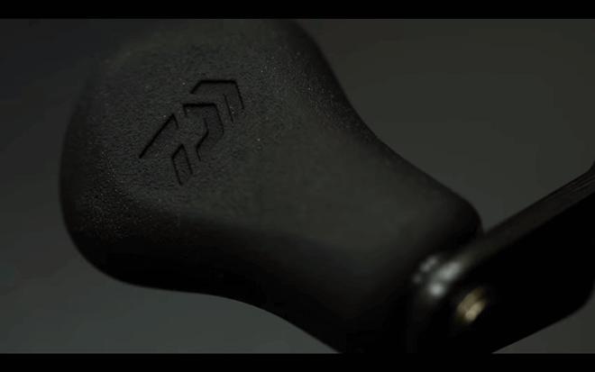 ダイワ×ガンクラフト「タトゥーラマーゴHD」のハンドルノブ